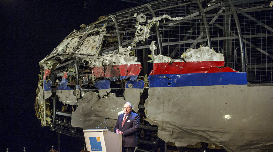 Tjibbe Joustra, chairman of the Dutch Safety Board, presents the final report into the crash of July 2014 of Malaysia Airlines flight MH17 over Ukraine in Gilze Rijen, the Netherlands, October 13, 2015. © Michael Kooren