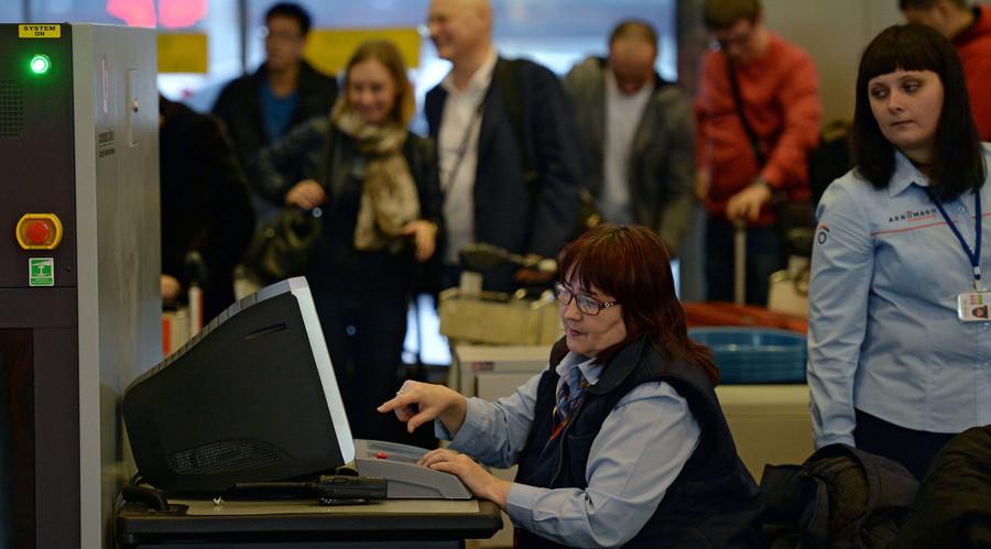 Passengers pass through security at the entrance to Sheremetyevo airport. © Maksim Blinov