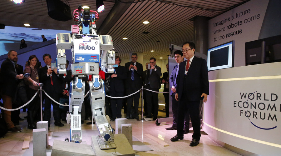 HUBO, a multifunctional walking humanoid robot performs a demonstration of its capacities during the annual meeting of the World Economic Forum (WEF) in Davos, Switzerland January 20, 2016. © Ruben Sprich