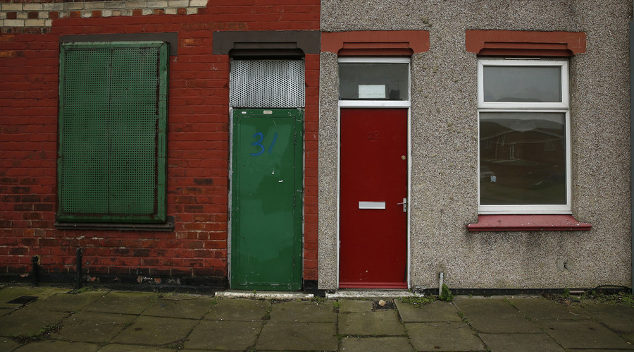 A house with a painted red door is seen on a terraced street in the Gresham area of Middlesbrough, northern Britain, January 20, 2016. © Phil Noble