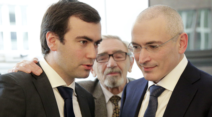 Russian former oil tycoon Mikhail Khodorkovsky (R) with his son Pavel (L). © Michael Kappeler