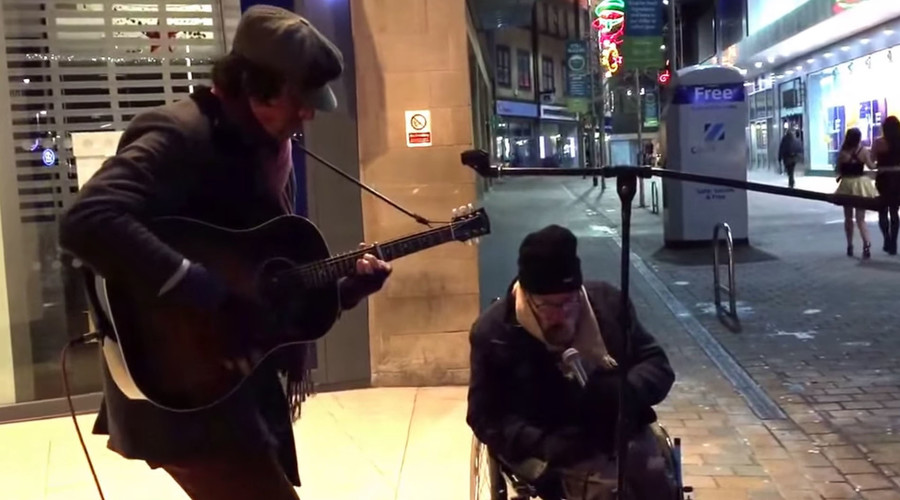 Homeless singer buddies with busker for amazing performance