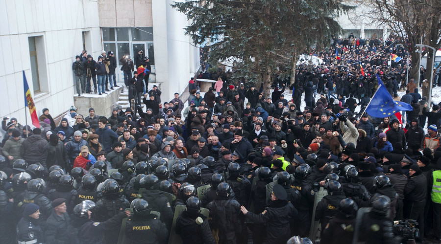 Protesters scuffle with riot police outside the Moldovan parliament after Democratic Party member of parliament Pavel Filip was elected as prime minister, in Chisinau, Moldova, January 20, 2016. © Viktor Dimitrov