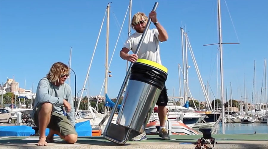 Ingenious ocean-cleaning 'bin' from 2 Aussie surfers crowdfunds over $250k (VIDEO)