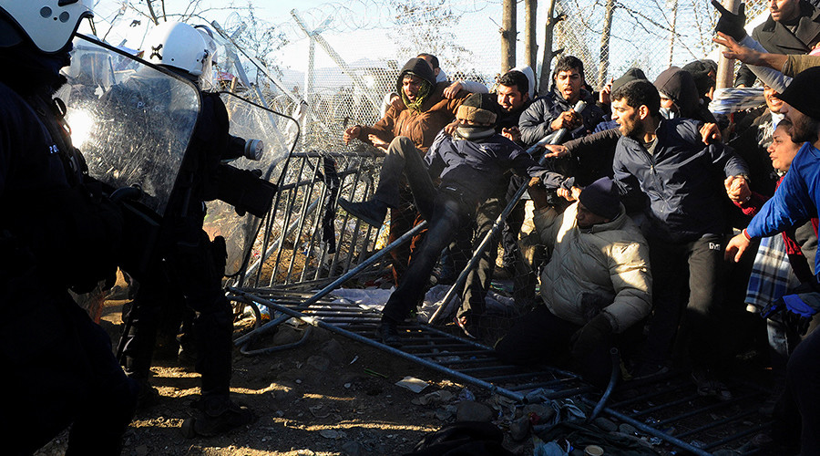 Stranded migrants scuffle with Greek police officers at the Greek-Macedonian border, near the village of Idomeni, Greece © Alexandros Avramidis