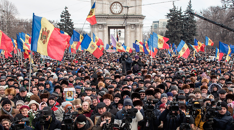 Participants of the opposition protest rally in Chisinau January 24, 2016 © Stringer