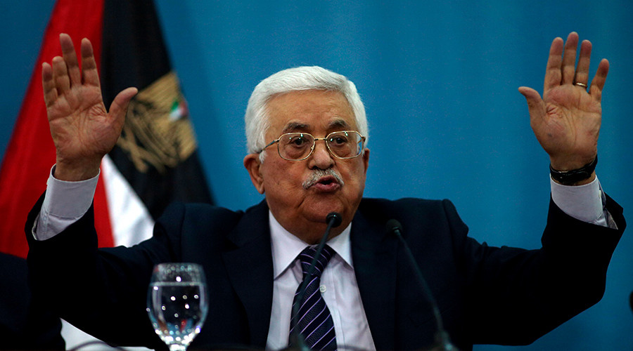 Palestinian President Mahmoud Abbas gestures as he speaks to the media in the West Bank city of Ramallah January 23, 2016 © Mohamad Torokman