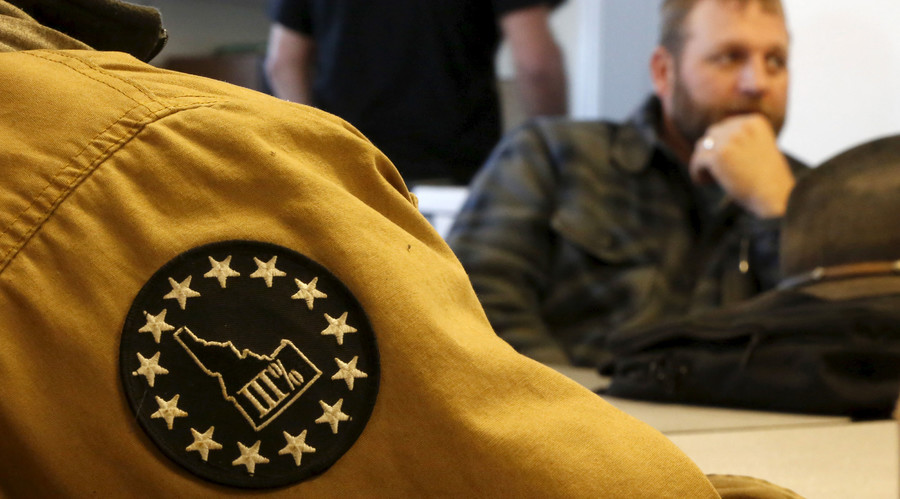 Neighboring sheriff endorses Oregon militants as they negotiate withdrawal with Feds