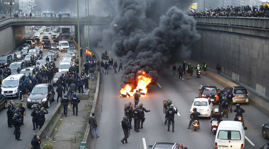 20 arrested in French taxi driver, air traffic controller, teacher protests (PHOTOS, VIDEOS)