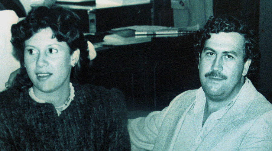 Colombian drug lord Pablo Escobar and his wife Victoria Henao appear in this file photograph when Escobar was a member of the Colombian Congress in 1983. © Reuters