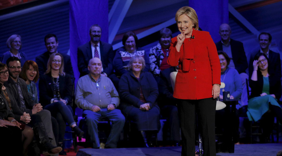 U.S. Democratic presidential candidate Hillary Clinton speaks at the Iowa Democratic Presidential Town Hall Forum in Des Moines, Iowa January 25, 2016. © Brian Snyder