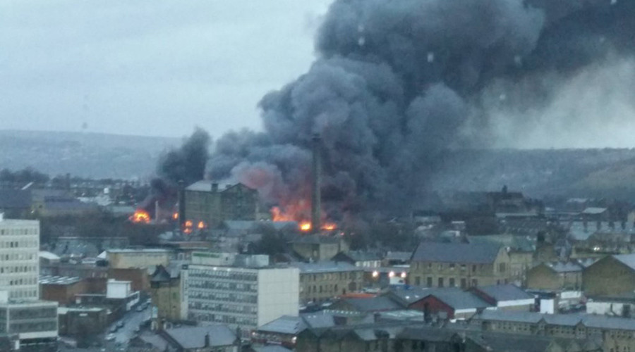 Bradford fire: Hundreds of homes evacuated as 'flames & thick smoke' engulf town
