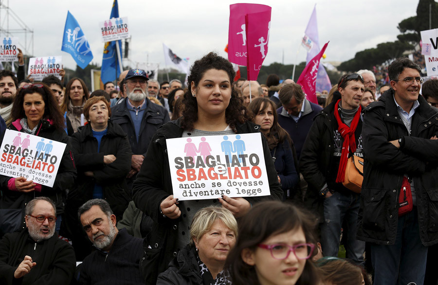 People attend a rally against same-sex unions and gay adoption in Rome, Italy January 30, 2016. © Remo Casilli