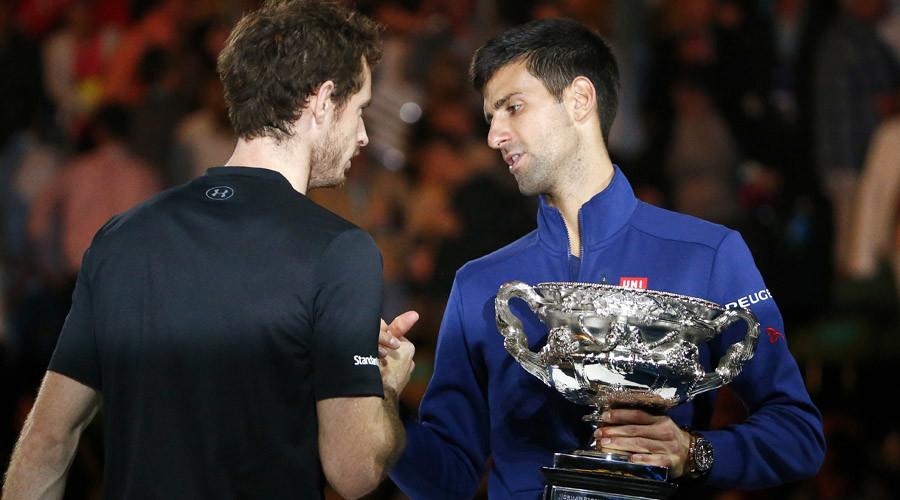Serbia's Novak Djokovic (R) shakes hands with Britain's Andy Murray © Thomas Peter
