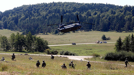 Soldiers take part in an exercise of the U.S. Army's Global Response Force in Hohenfels near Regensburg August 26, 2015. © Michael Dalder