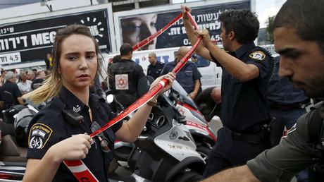 Israeli police officers © Baz Ratner