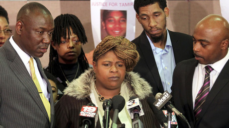 Samaria Rice (C), the mother of Tamir Rice. © Aaron Josefczyk