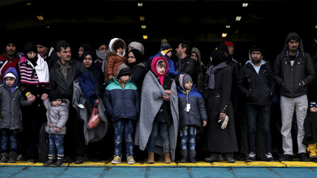 Refugees and migrants arrive aboard the passenger ferry Eleftherios Venizelos from the island of Lesbos at the port of Piraeus, near Athens, Greece, January 23, 2016. © Alkis Konstantinidis