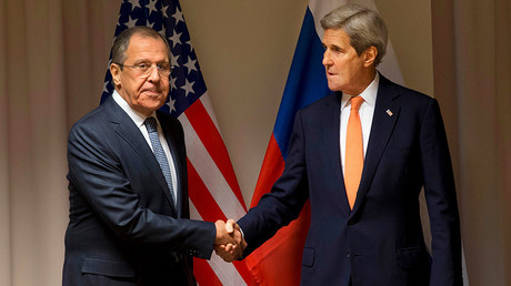U.S. Secretary of State John Kerry shakes hands with Russian Foreign Minister Sergey Lavrov © Jacquelyn Martin