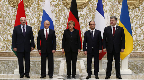 Belarus' President Alexander Lukashenko (L), Russia's President Vladimir Putin (2nd L), Ukraine's President Petro Poroshenko (R), Germany's Chancellor Angela Merkel (C) and France's President Francois Hollande pose for a family photo during peace talks in Minsk, February 11, 2015. © Grigory Dukor