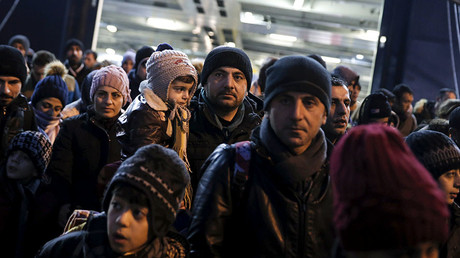 Refugees arrive aboard the passenger ferry Nissos Rodos at the port of Piraeus, near Athens, Greece, January 27, 2016. © Alkis Konstantinidis