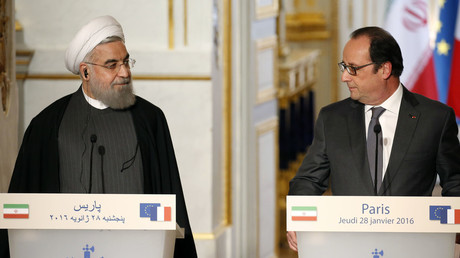 French President Francois Hollande (R) and Iran's President Hassan Rouhani attend a joint news conference at the Elysee Palace in Paris, France, January 28, 2016. © Charles Platiau