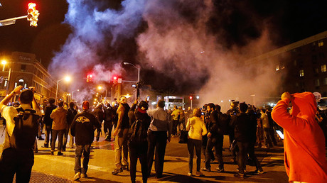 Clouds of smoke and crowd control agents rise shortly after the deadline for a city-wide curfew passed in Baltimore, Maryland April 28, 2015, as crowds protest the death of Freddie Gray, a 25-year-old black man who died in police custody © Jim Bourg
