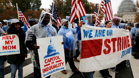 Striking low-wage Senate contract cooks and cleaning workers march to a rally for higher wages near the U.S. Capitol in Washington November 10, 2015. © Jonathan Ernst