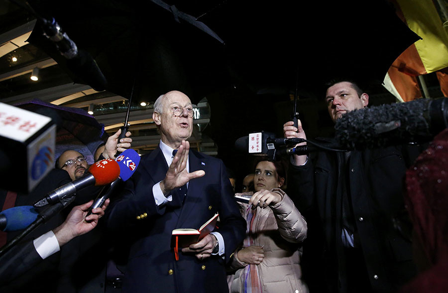 U.N. mediator for Syria Staffan de Mistura gestures during a news conference on the Syrian peace talks outside President Wilson hotel in Geneva, Switzerland February 3, 2016. © Denis Balibouse