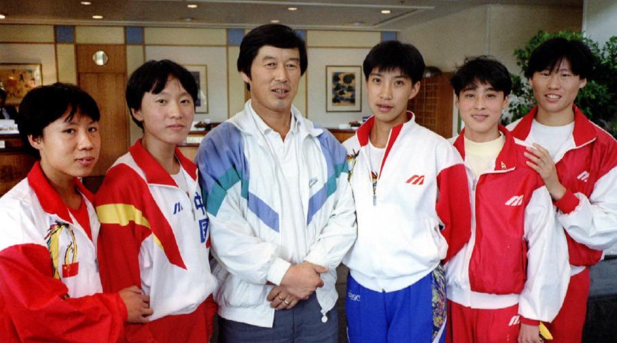 Chinese supercoach Ma Junren (C). Double world record holder Wang Junxia (2nd left) © Reuters