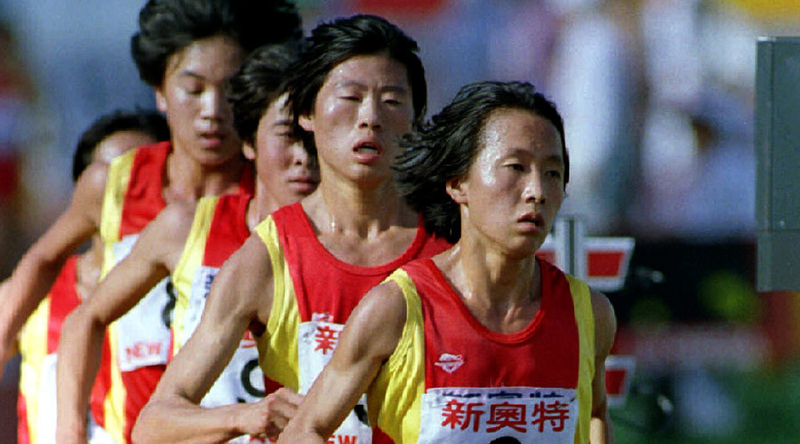 China's Wang Junxia (6) leads the pack to setting another world record in the Women's 3000M race at the Chinese National Games in Beijing. September 13, 1993 © Reuters