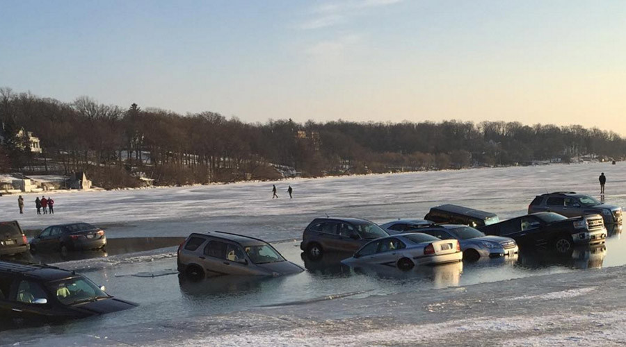 Cracked plan: 'Frozen' lake swallows up parked cars (VIDEO)