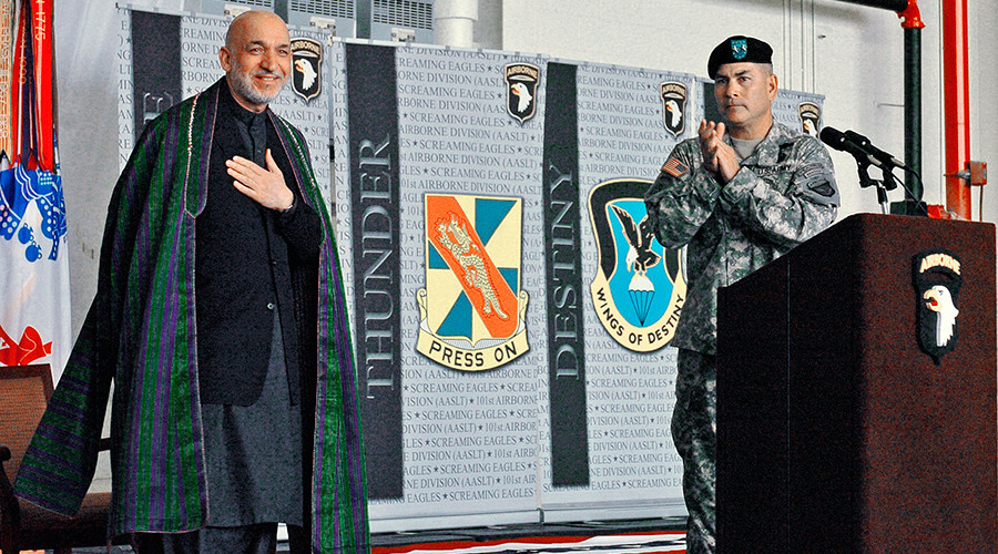 FILE PHOTO: Afghan President Hamid Karzai (L) is applauded by U.S. Army Maj. Gen. John F. Campbell, commanding general, 101st Airborne Division at Fort Campbell, Kentucky, May 14, 2010 © U.S. Army