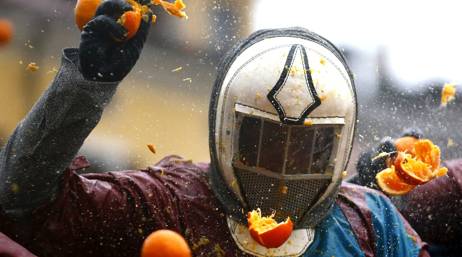 Hurts to watch: 70 carnival-goers injured in Italy's annual 'Battle of the Oranges' (PHOTOS, VIDEOS)