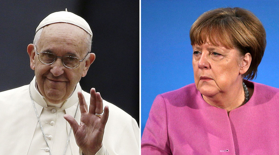 Pope Francis (L), German Chancellor Angela Merkel. © Reuters