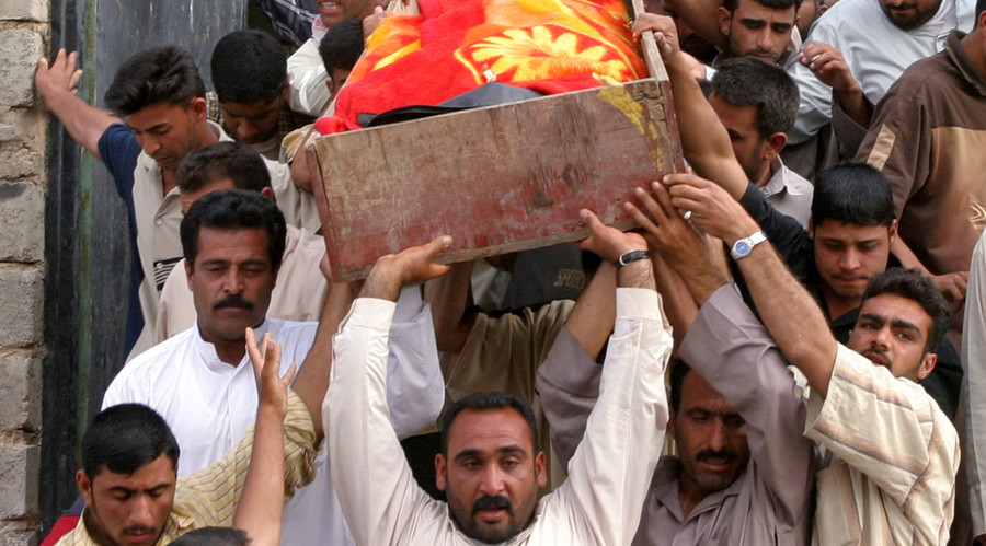 Iraqi men carry a coffin out of a house in the western Iraqi city of Falluja April 28, 2005. © Mohamed Faisal