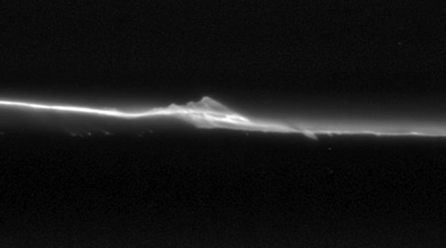 Awesome images show 'Moonlets' colliding with Saturn's rocky rings (PHOTOS)