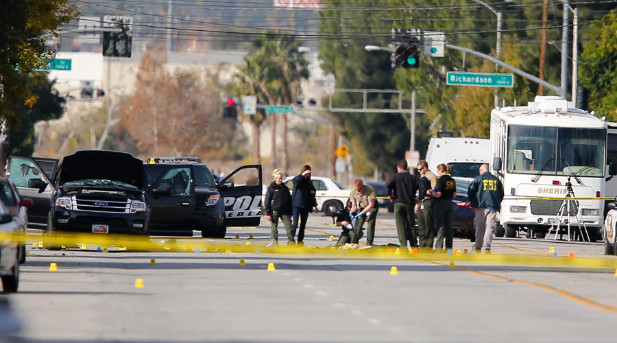 FBI and police investigators examine evidence at the scene of the investigation around the area of the SUV vehicle where two suspects were shot by police following a mass shooting in San Bernardino, California December 3, 2015. © Mike Blake