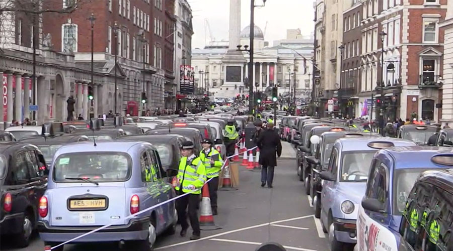 London black taxis cause traffic chaos in Uber protest
