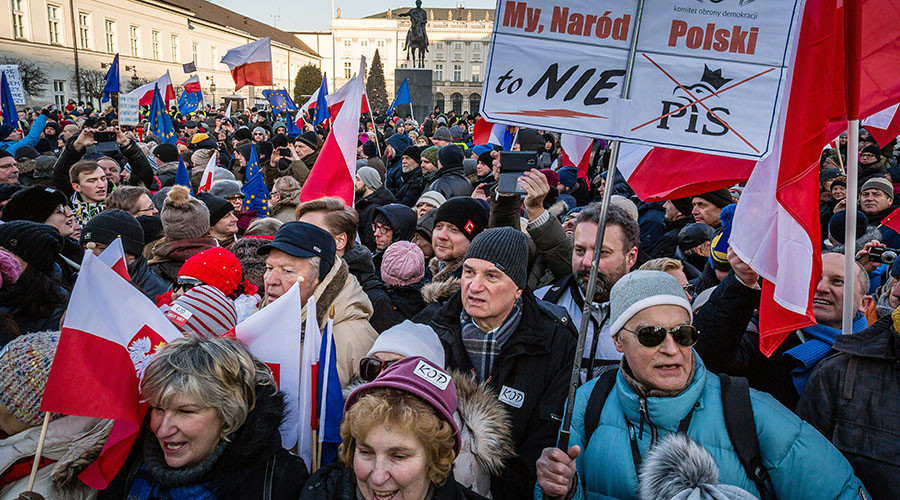 People attend an anti-government demonstration in front of the presidential Palace in Warsaw, on January 23, 2016. © Wojtek Radwanski