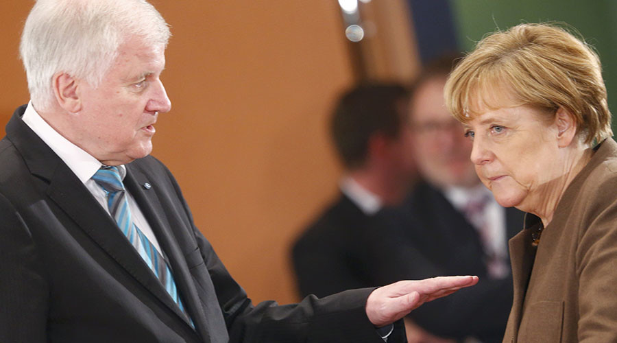Bavarian Prime Minister Horst Seehofer (L) and German Chancellor Angela Merkel. © Hannibal Hanschke