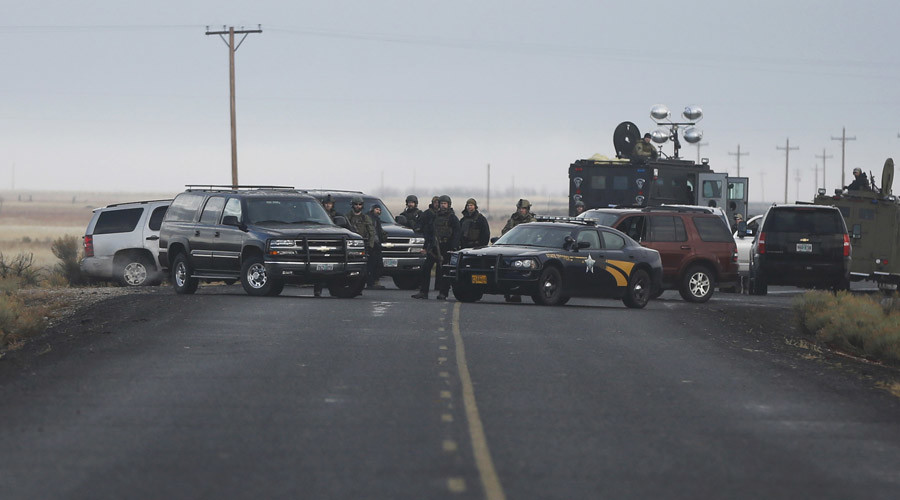 Law enforcement officers block a road near the headquarters of the Malheur National Wildlife Refuge outside Burns, Oregon January 28, 2016. © Jim Urquhart