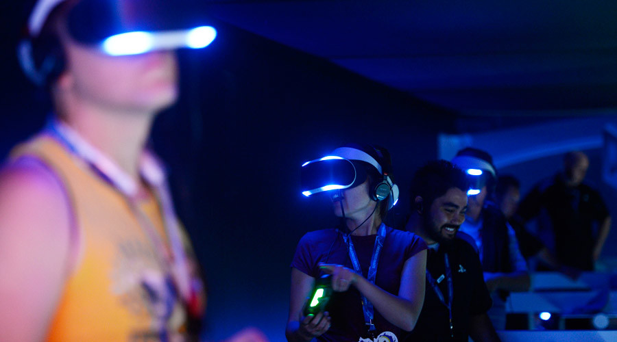 Attendees try out Sony's Project Morpheus © Kevork Djansezian