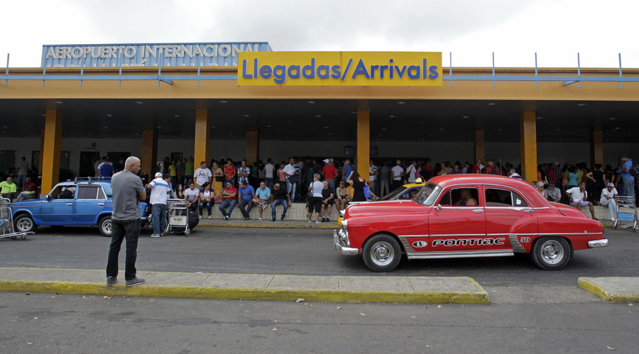 People wait for passengers to arrive at the airport in Havana. © Str.