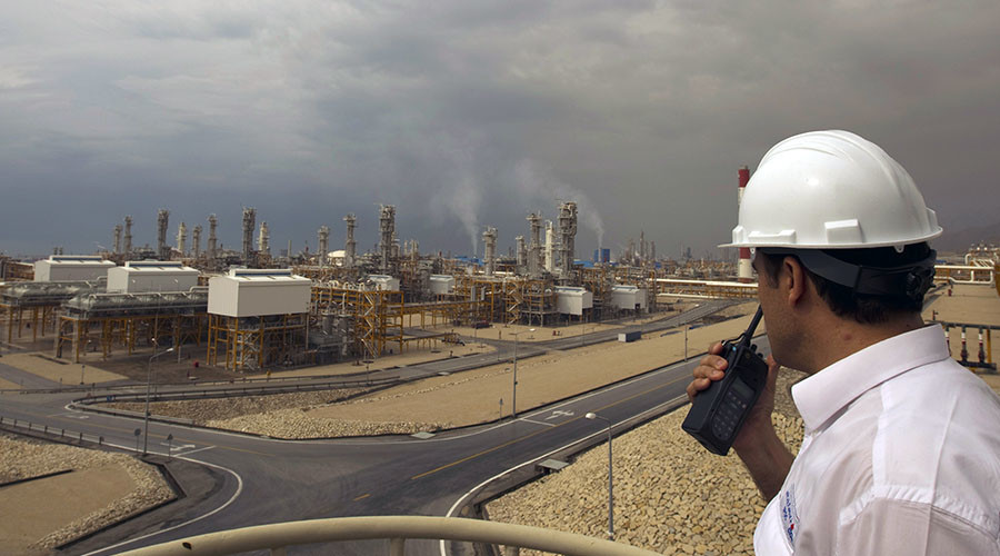 An engineer speaks on his radio at the Phase 4 and Phase 5 gas refineries in Assalouyeh, 1,000 km (621 miles) south of Tehran ©Caren Firouz