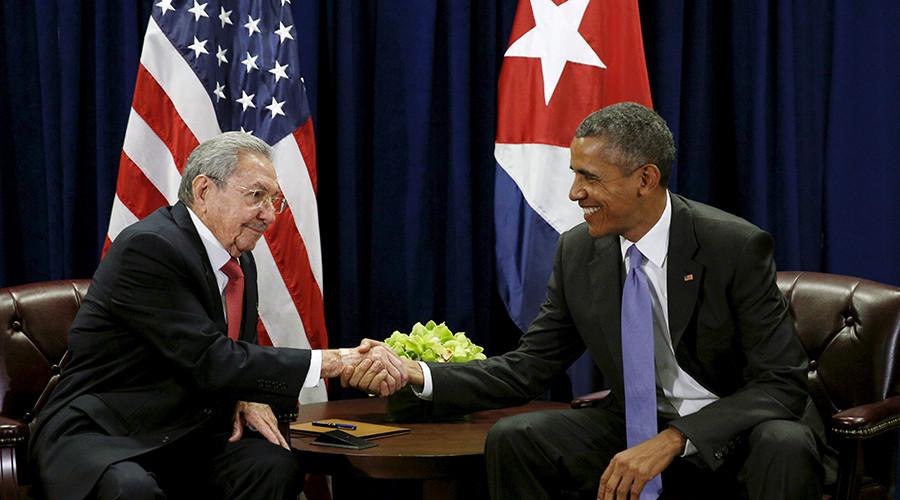 U.S. President Barack Obama (R) and Cuban President Raul Castro © Kevin Lamarque
