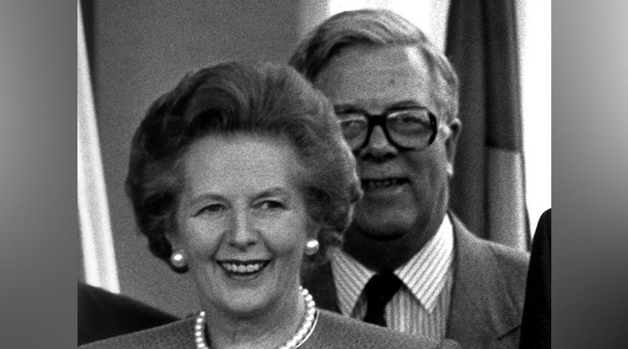 FILE PHOTO: British Prime Minister Margaret Thatcher, British Foreign Secretary Sir Geoffrey Howe © Michael Urban
