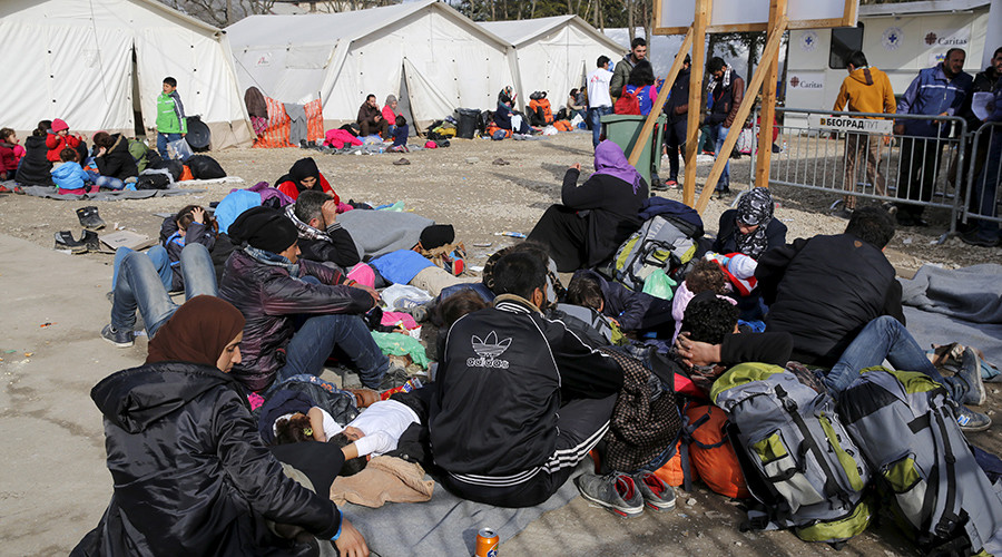 Serbia closes Macedonia border to unregistered refugees