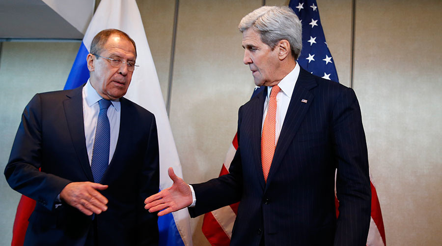 U.S. Foreign Secretary John Kerry and Russian Foreign Minister Sergei Lavrov (L) © Michael Dalder