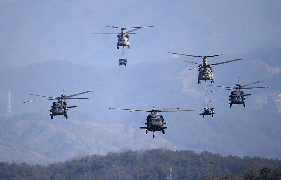 U.S Army CH-47 Chinook and Black Hawk helicopters take part in a U.S.-South Korea joint live-fire military exercise at a training field in Pocheon, south of the demilitarized zone separating the two Koreas, March 25, 2015. © Kim Hong-Ji